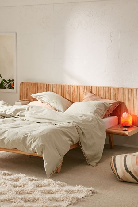 Bed frames headboards urban outfitters for Chambre urban outfitters