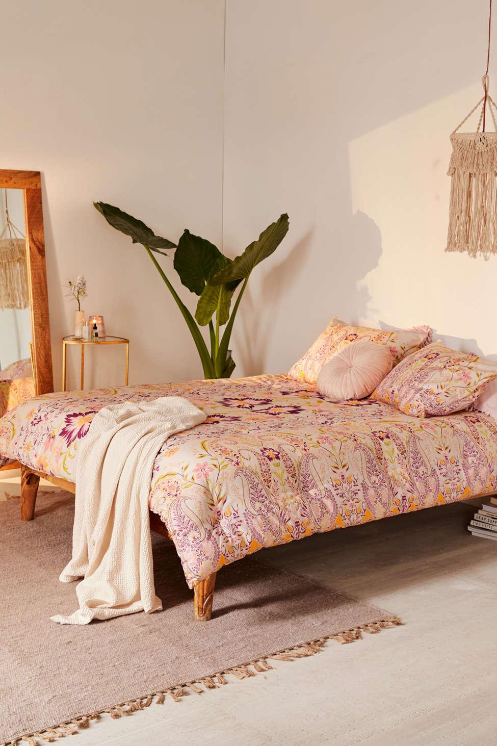 Slide View: 1: Sylvia Paisley Comforter