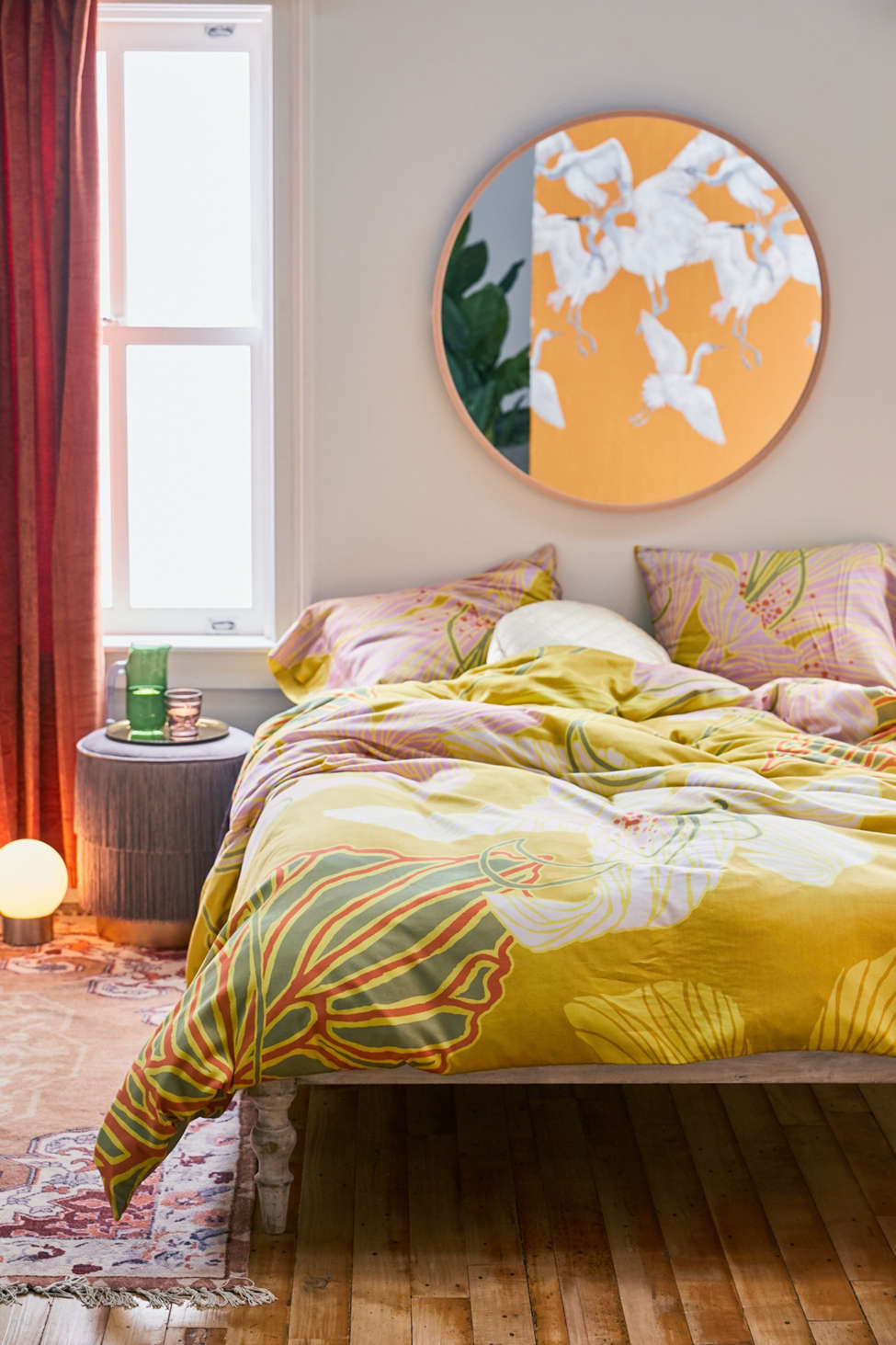 Slide View: 1: Lily Floral Duvet Cover