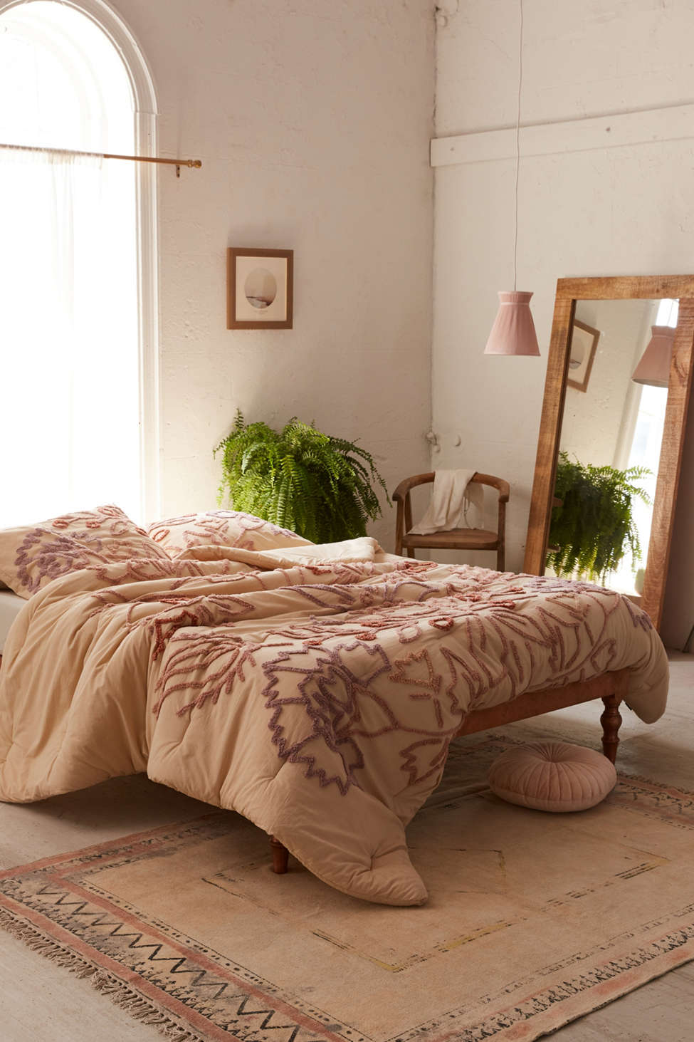 Slide View: 1: Lucilla Tufted Floral Comforter