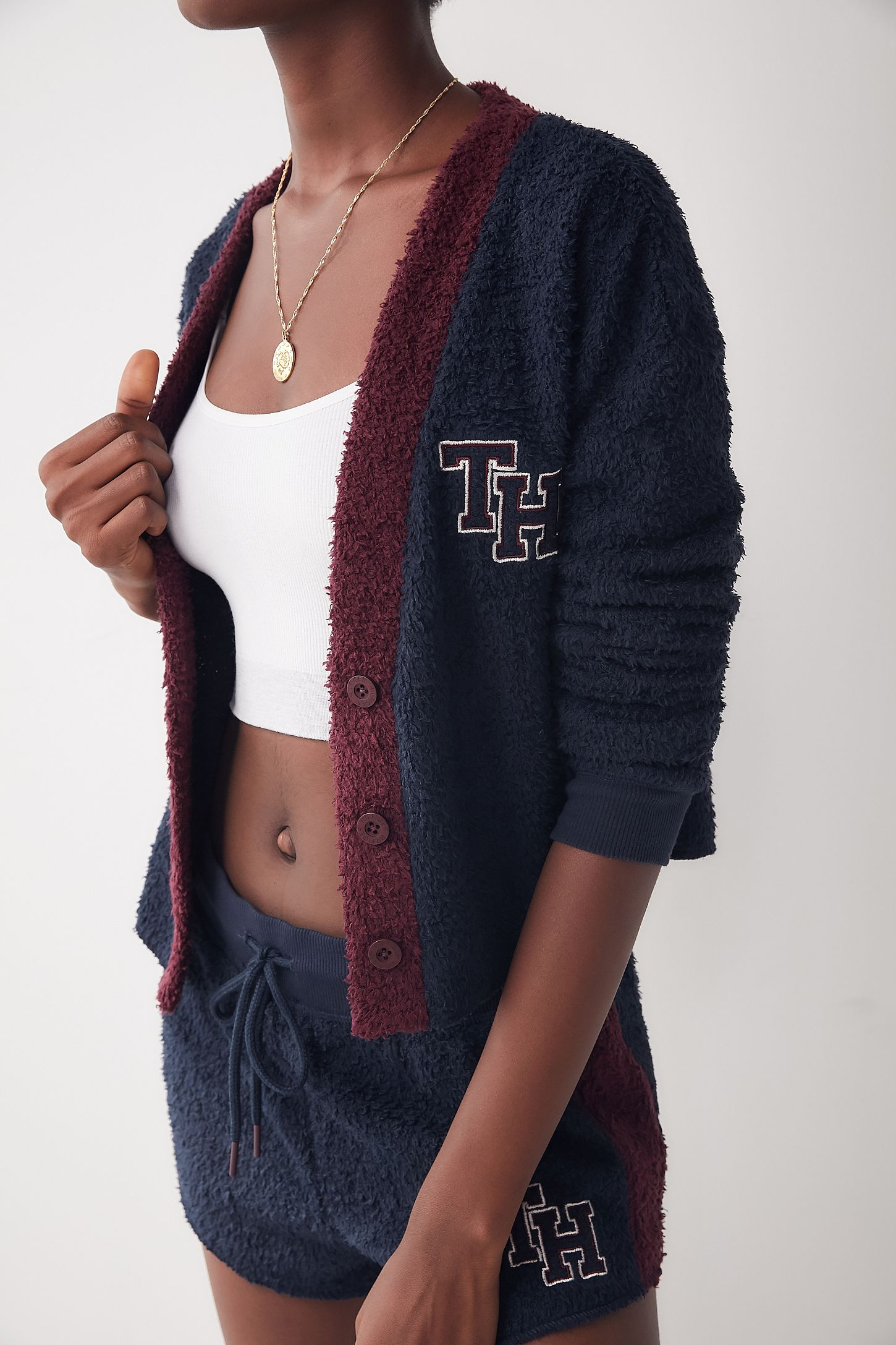 Cardigan Marshmallow Tommy Hilfiger exclusif à UO   Urban Outfitters ... a0ff422d85bf