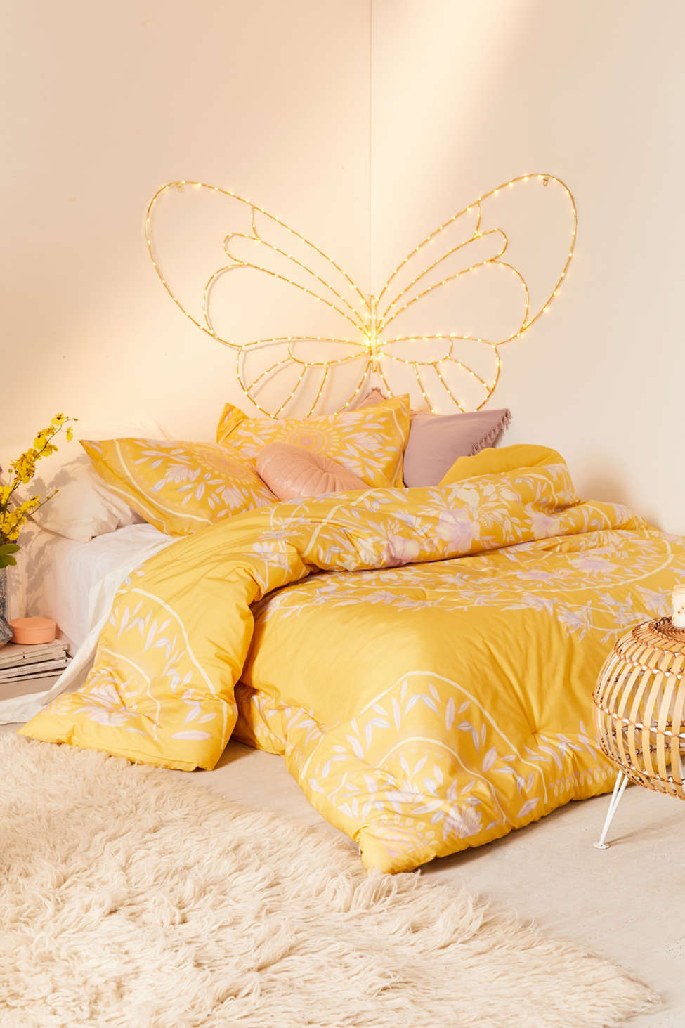 Slide View: 2: Iris Sketched Floral Comforter Snooze Set