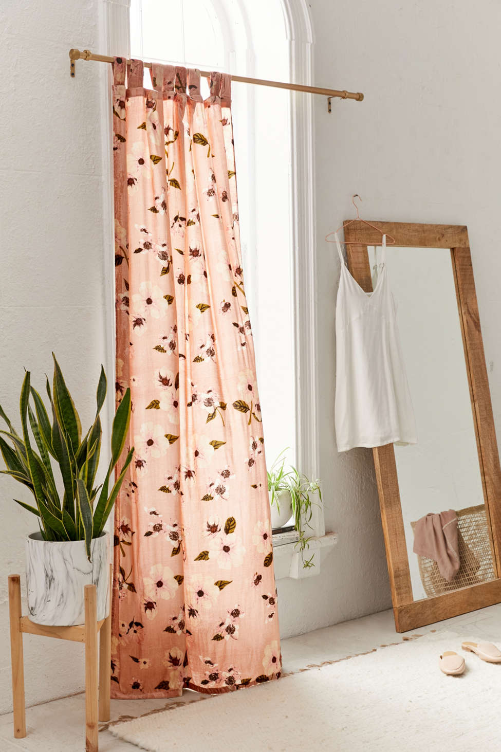 Slide View: 1: Sierra Velvet Printed Window Curtain