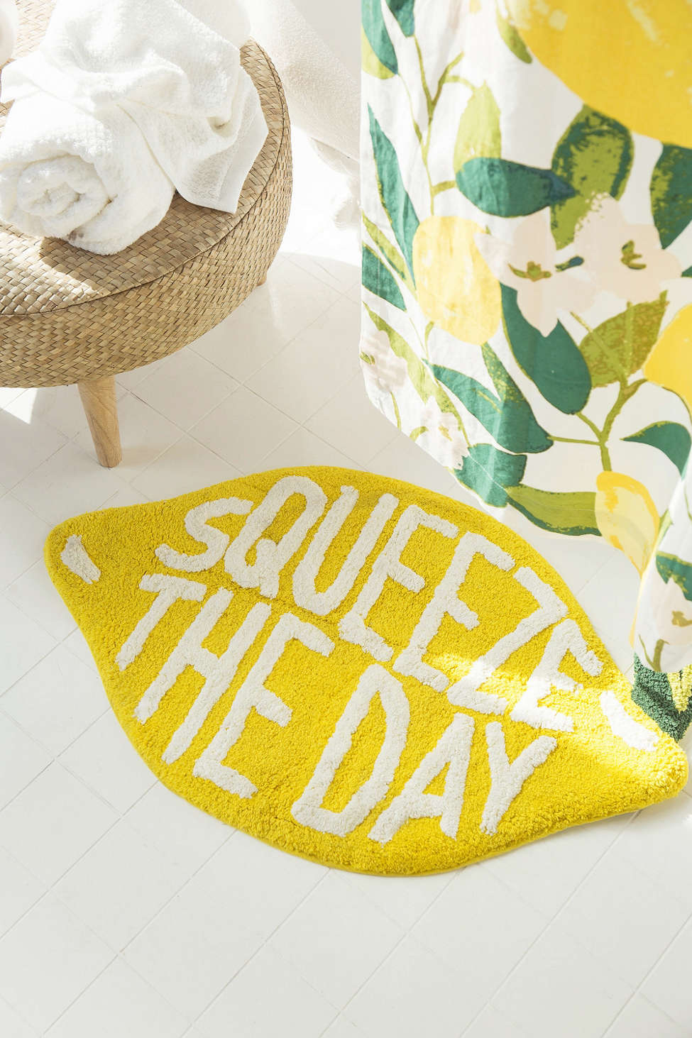 Slide View: 1: Squeeze The Day Bath Mat