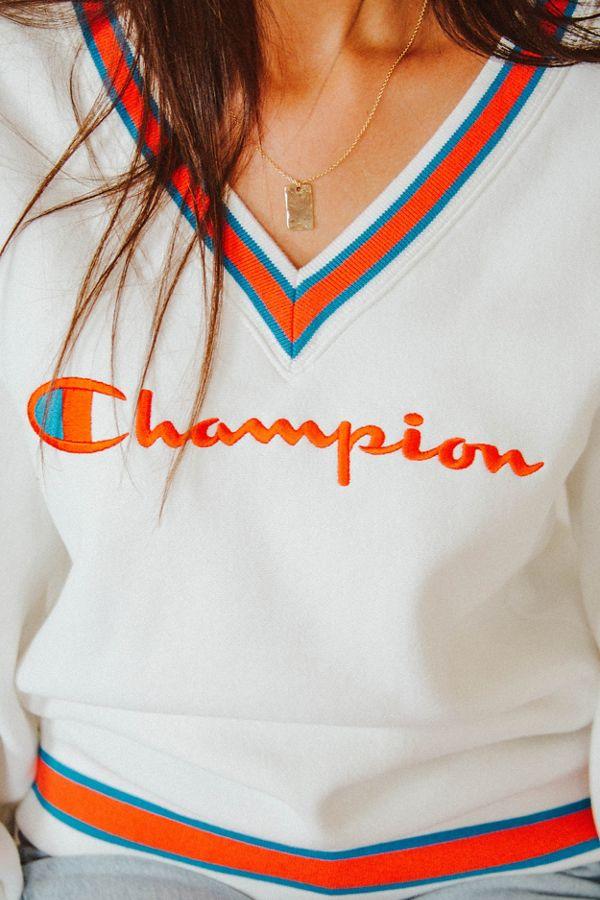 Champion UO Exclusive Fleece V-Neck Sweatshirt  d2ef1df93259