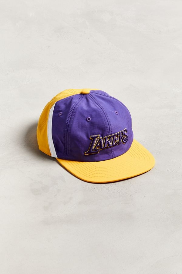 Slide View  1  Mitchell   Ness Los Angeles Lakers Snapback Hat 7eeaf16a5e4