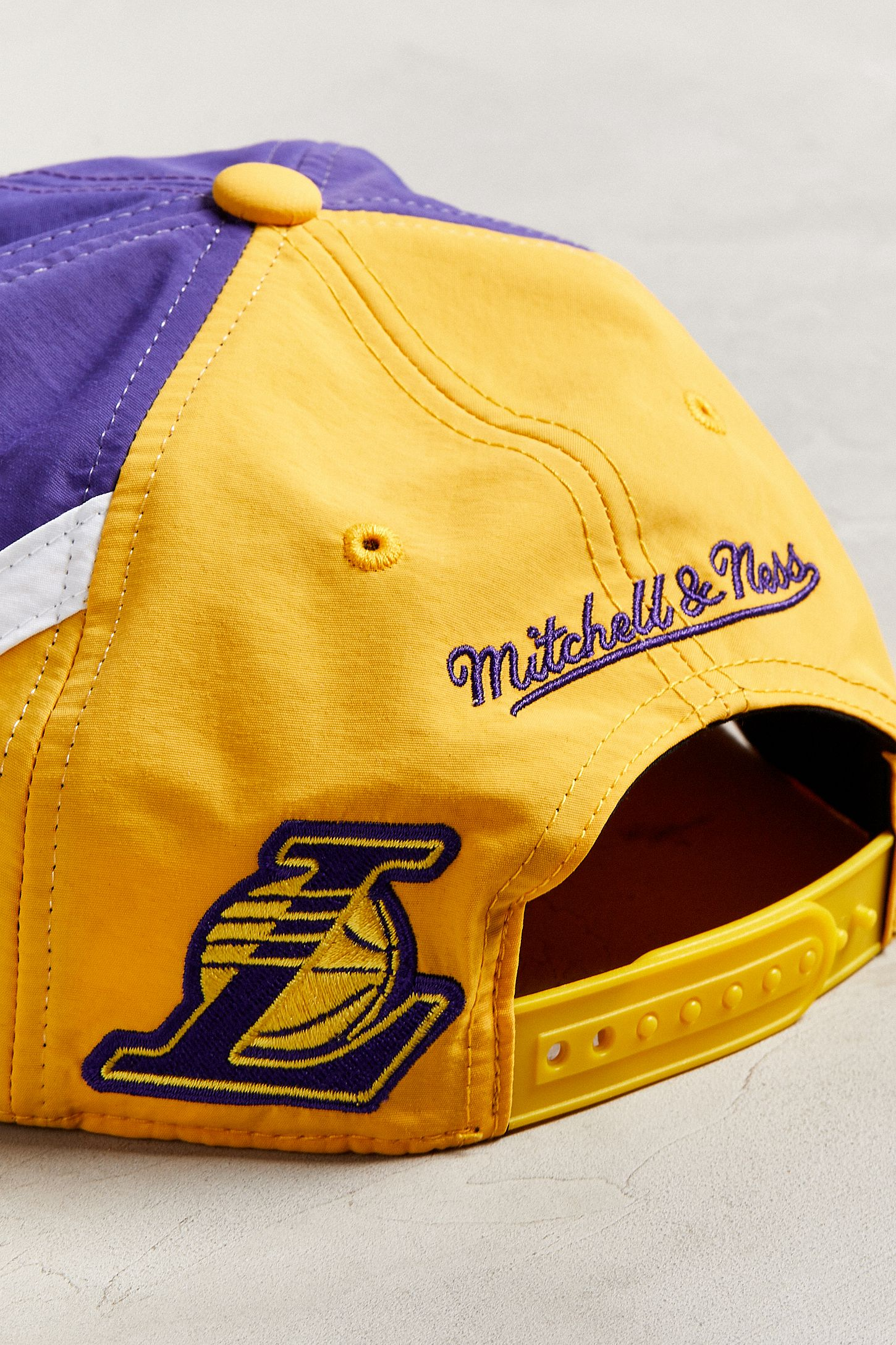 Slide View  5  Mitchell   Ness Los Angeles Lakers Snapback Hat 66ad1dc81d9