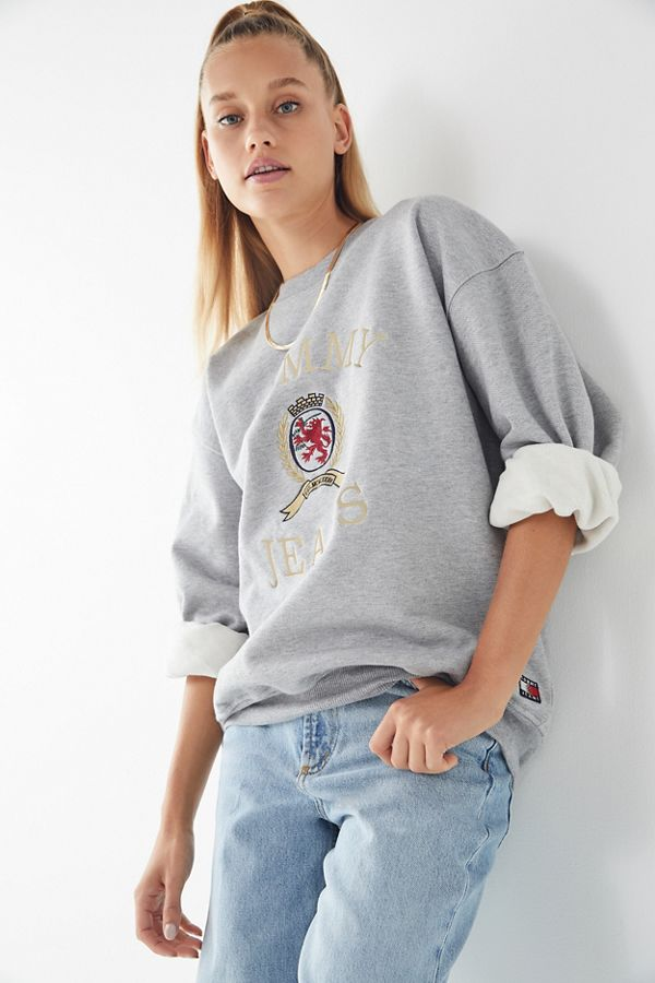 Tommy Jeans Crest Crew-Neck Sweatshirt   Urban Outfitters 945ec127fb