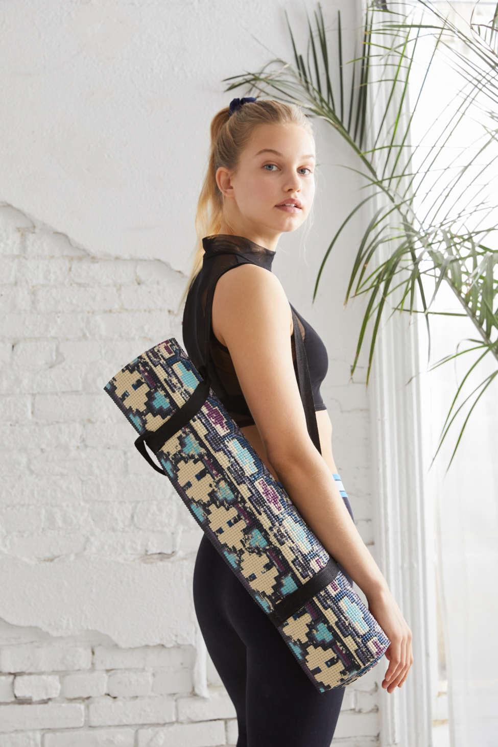 Tapis De Yoga Imprime Urban Outfitters Canada