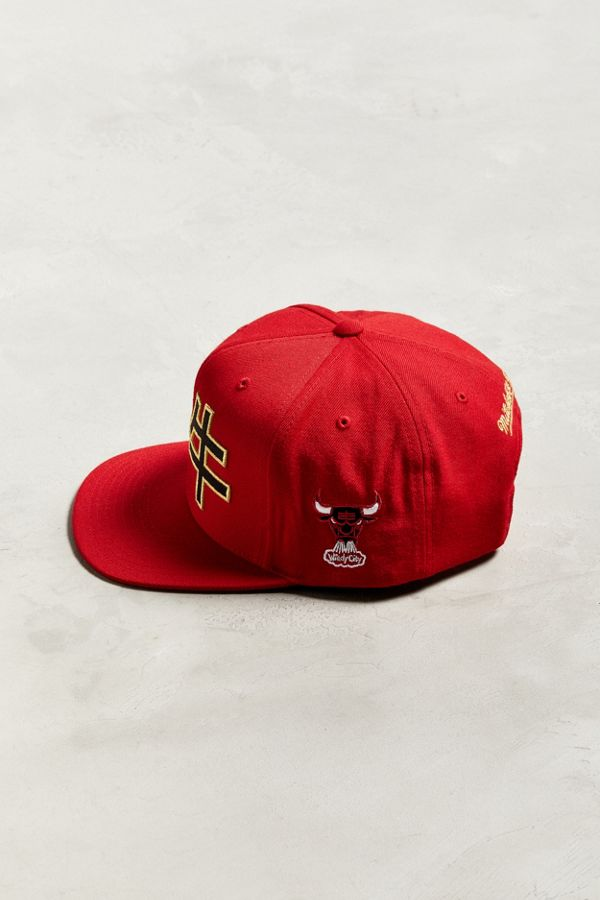 Slide View  4  Mitchell   Ness Chinese New Year Chicago Bulls Snapback Hat 4870fc887a1