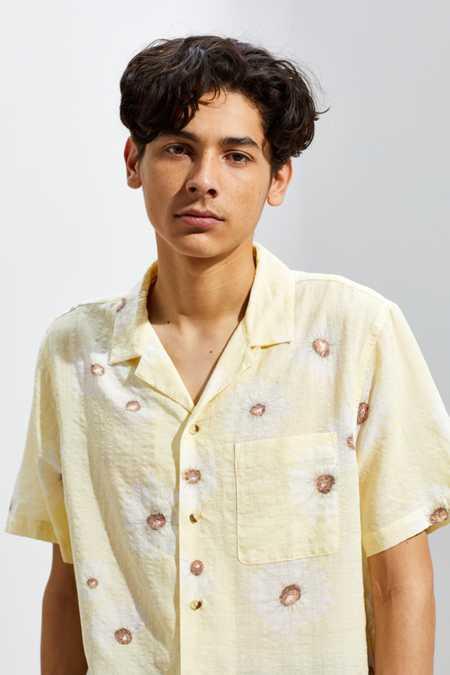 Uo Floral Seersucker Short Sleeve Button Down Shirt